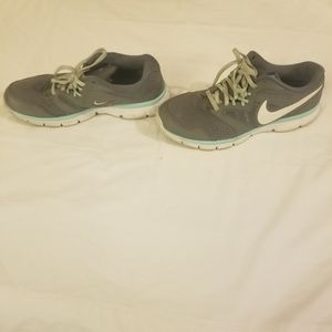 Nike mint and gray 9.5